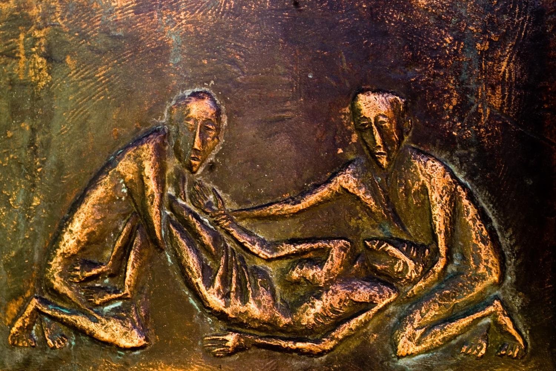 Auschnitt aus dem Taufbacken: Darstellung der Grablegung